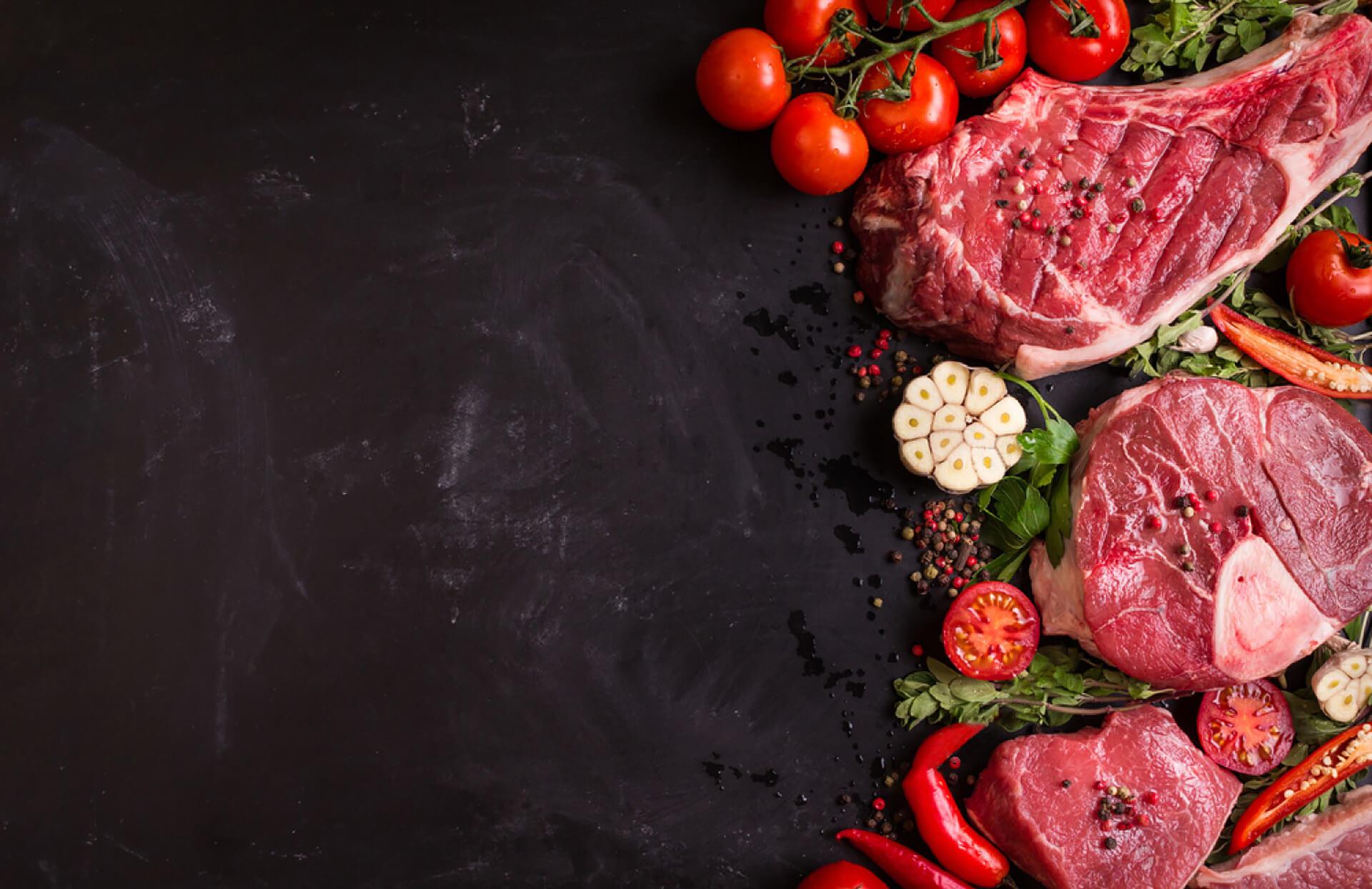 carne con tomate y ajos